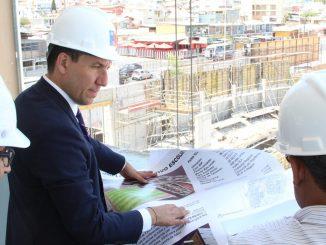 Construcción de complejo deportivo escolar supera el 50% de avance