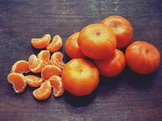 Frutas, verduras, yogurt y frutos secos son parte de una colación saludable