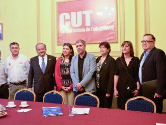 """Ministro Monckeberg en Foro Internacional de la CUT: """"Lo que tenemos que hacer es defender a nuestros trabajadores"""""""