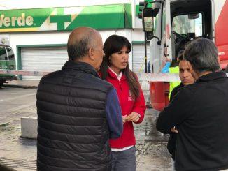 Alcaldesa de Antofagasta brinda apoyo a víctimas de incendio
