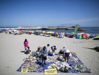 Greenpeace en Antofagasta: Más de 2000 piezas de plástico encontraron en balneario municipal