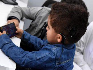 25 de febrero, día del implante coclear: El oído biónico o implante coclear es una opción para más de cien chilenos con pérdida auditiva