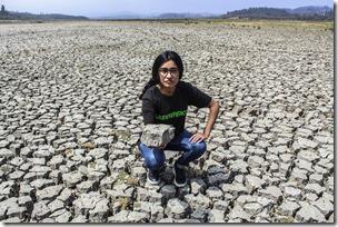 En lago Peñuelas, uno de las principales fuentes de agua potable para Valparaíso y Viña del Mar, hoy presenta apenas un 1 por ciento de agua. © Diego León / Greenpeace