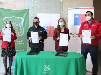 Gendarmería y Fosis firman convenio para apoyar la reinserción social