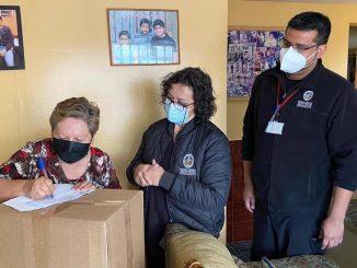 300 canastas familiares se entregan diariamente a vecinos y vecinas de la comuna