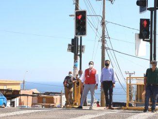 Vecinos de Pantaleón Cortés ya cuentan con nuevo semáforo