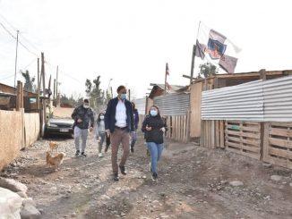 Ministro Felipe Ward presenta plan de conectividad a Internet para 100 campamentos de todo Chile