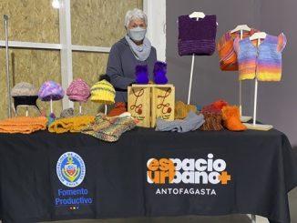 Artesanos locales comercializan sus productos en Primera Feria de Emprendimiento en Espacio Urbano Antofagasta