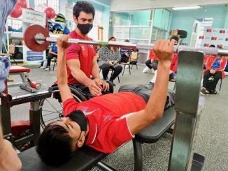 Pesista paralímpico Jorge Carinao dictó clínica de para-powerlifting e inspiró a deportistas locales con su historia de vida