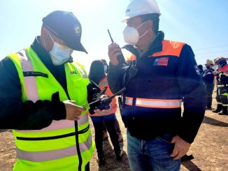 Realizan simulacro de accidente vehicular con materiales peligrosos y rescate de heridos en autopista